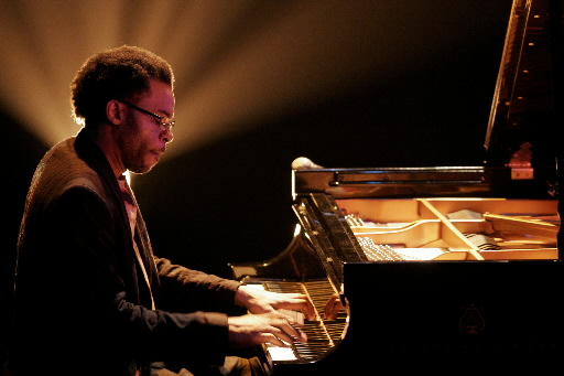 marc cary trio performs at jazz standard